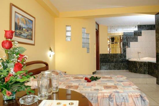 Hotel Presidencial: Suite con Jacuzzi
