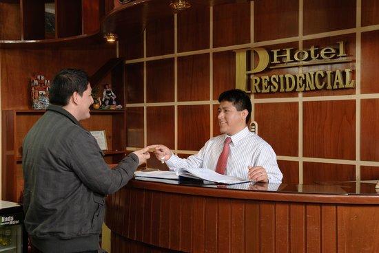 Hotel Presidencial: Recepcion