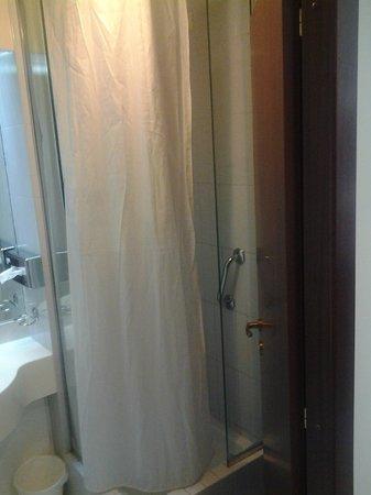 Euro Hotel:                   tenda doccia