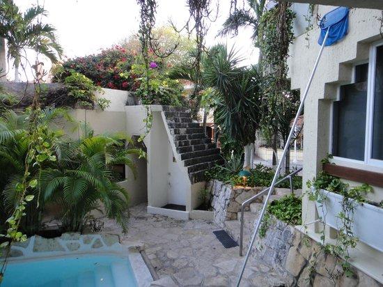 هوتل لابناه:                   terrance view of hotel entrance                 