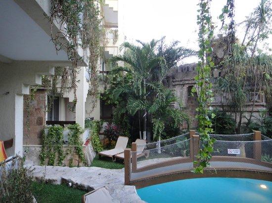 هوتل لابناه:                   terrace view of pool                 