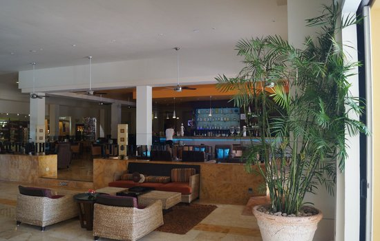 Ocean Maya Royale:                                     Lobby Bar