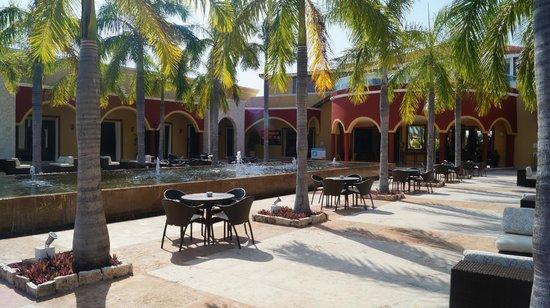 Ocean Maya Royale:                                     Courtyard