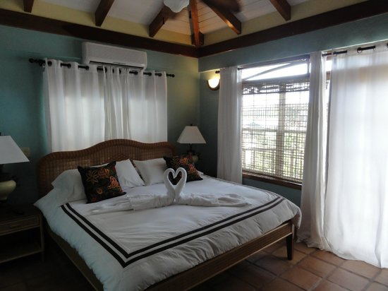 Chabil Mar:                                     Comfortable bedroom, light and airy.