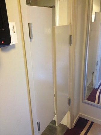 Mercure Paris Bastille Marais:                   Strange saloon doors into ensuite
