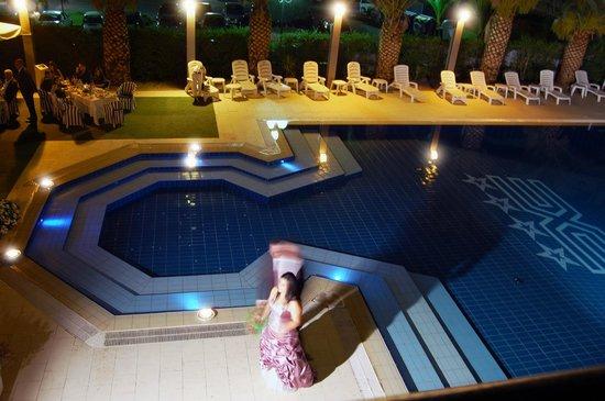 Ariha Hotel: PISCINA