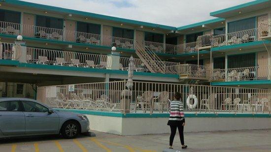 Condor Motel:                                                       the motel