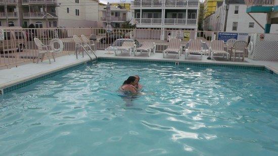 Condor Motel:                                                       pool