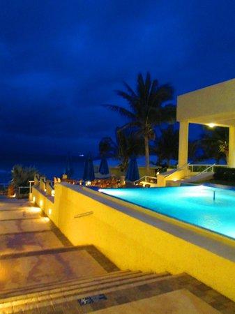 Occidental Tucancun:                   Outside the motel