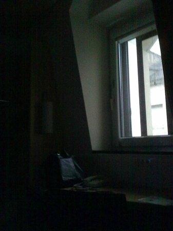 Ibis Caen Centre: chambre vers 13h30