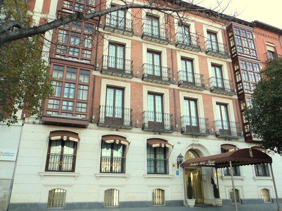 Hotel Lasa: Fachada principal del Hotel