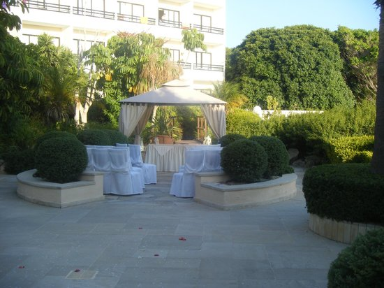 Avanti Hotel:                   Avanti setting up for a function that day. Idyllic.