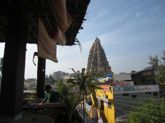 Gopi Guesthouse and Restaurant:                                                                         View of temple from Gopi