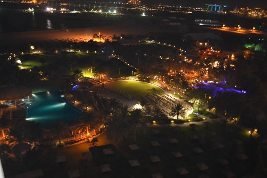 Le Royal Meridien Beach Resort & Spa:                   View from our balcony at night