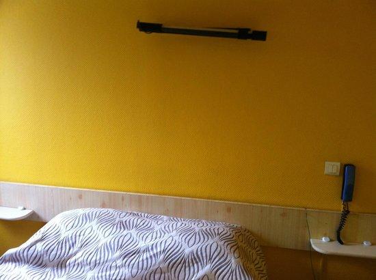 Hotel-Restaurant Arcotel Mulhouse:                                     Lumière dessus de lit