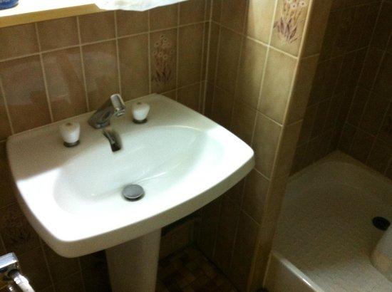 Hotel-Restaurant Arcotel Mulhouse:                                     Lavabo salle de bain