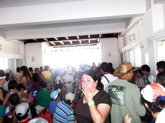 Caribbean Funday:                   Cuando llegas al embarcadero, que gentio, hay que organizarse