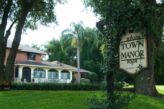 Town Manor Bed and Breakfast: Established 1933