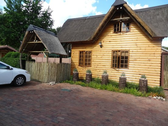 Ciara Lodge :                   Lodge Baobab zijaanzicht