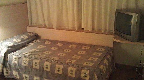 Basic Hotel: Cama