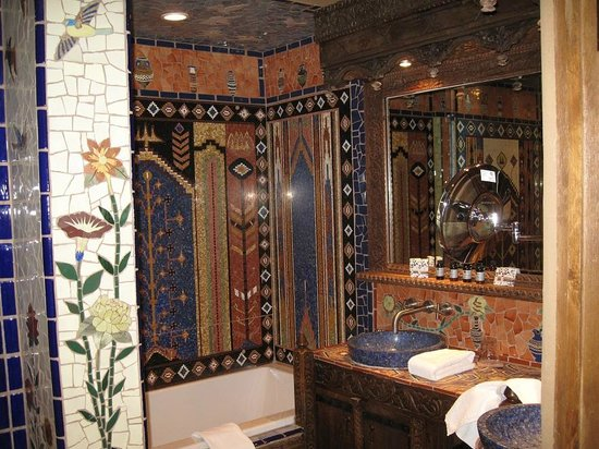 Inn of the Five Graces:                   Amber - Bathroom details