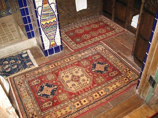 Inn of the Five Graces:                   Amber - Bathroom rugs