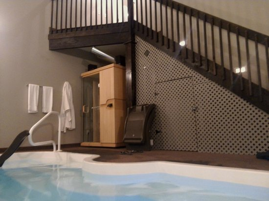 Belamere Suites Hotel: Sauna/pool area and stairs leading to the suite