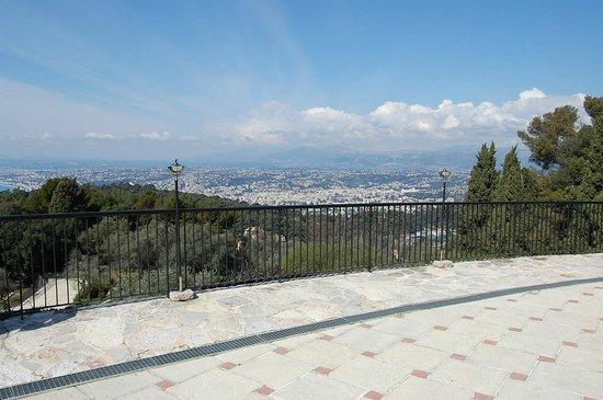 Domaine du Mont Leuze :                   vue depuis Les Terrasses