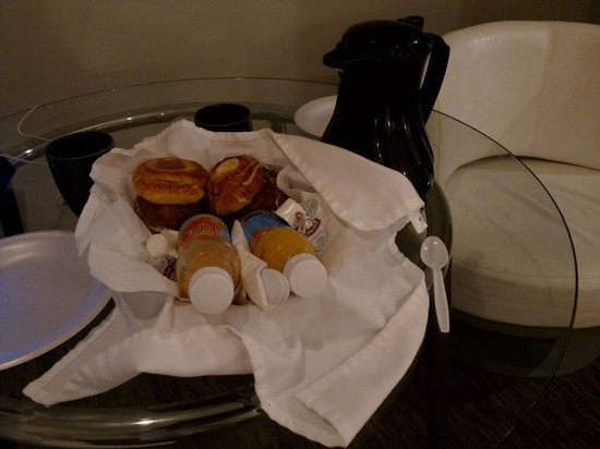 Belamere Suites: Delivered to room complimentrey Muffins coffee and Orange juice