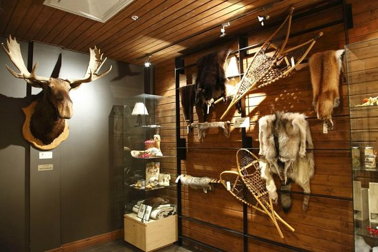 Hôtel-Musée Premières Nations:                   Coin boutique avec de beaux objets