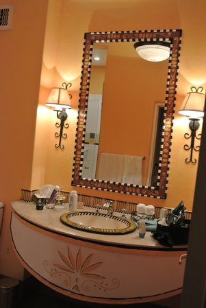 AVANI Victoria Falls Resort:                                     Bathrooms - african decor.