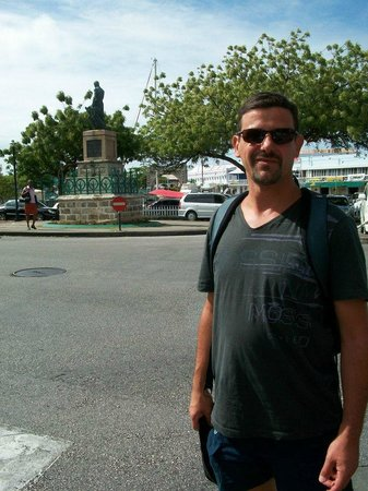 National Heroes Square: plaza