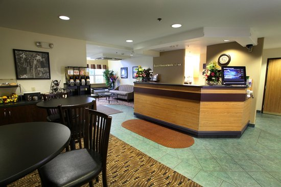 GuestHouse Inn & Suites Sutherlin: Lobby