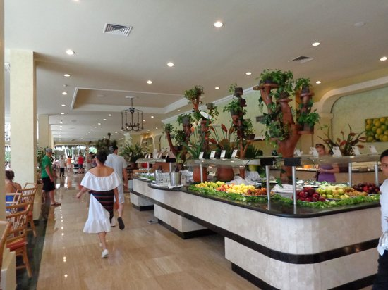 Grand Palladium Riviera Resort & Spa :                   restaurant buffet Kabah