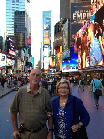 W New York - Times Square : Parents in Times Square