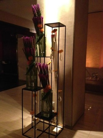 W New York - Times Square: Lobby Flowers