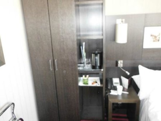 Holiday Inn Paris - Notre Dame: Small storage space