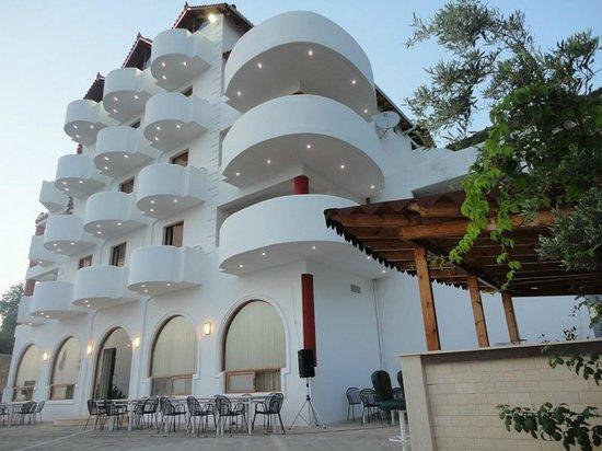 Lukove, Albanien: Hotel Exterior View