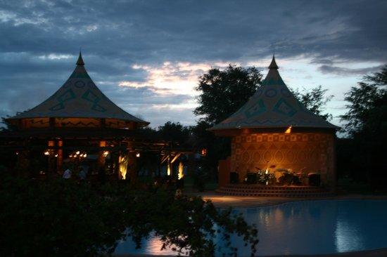 AVANI Victoria Falls Resort:                   ресторан