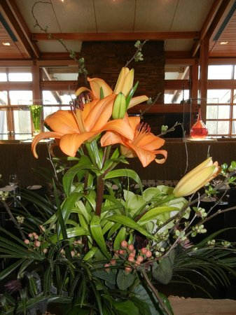 Cedarbrook Lodge: Fresh flowers in Copperleaf