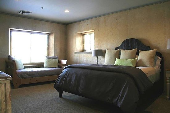 Ramekins Sonoma Valley Culinary School:                   Ramekins King Bedroom