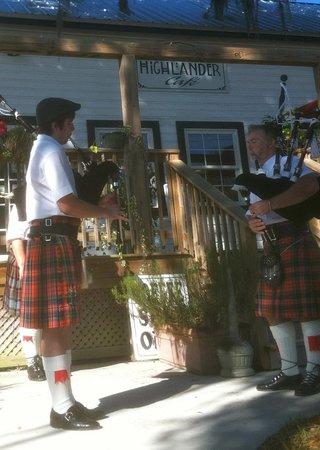 Highlander Cafe:                   Entertainment at the Highlander