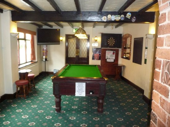 Boot & Shoe Inn: Pool and Games Area