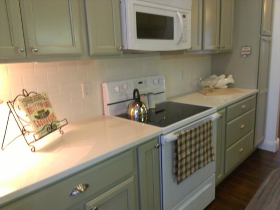 The Wright Place : Kitchen is ready for weekend and extended stay guests