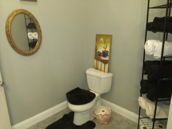 The Wright Place : Bath is furnished with towels and essentials