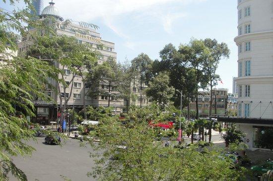 Hotel Continental Saigon:                   вид из номера