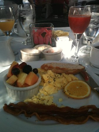 La Te Da Hotel: The American -- a breakfast choice -- delicious and complimentary!