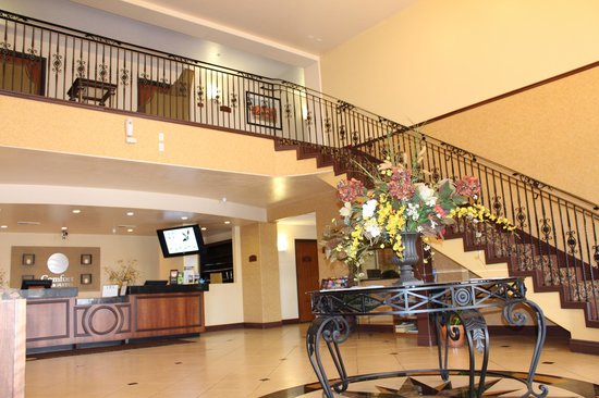 Comfort Inn & Suites Cedar City: Main Lobby Stairways