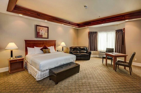 Berlin Resort: 1 King Standard Suite