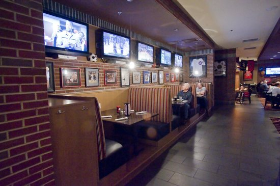 Coaches Sports Bar & Grill : Check out the arrival and departure board for Midway Flights while you enjoy your meal.